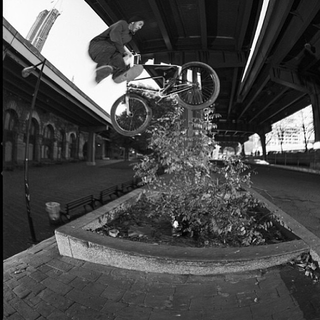 @jaredwashington and 'that' crazy whip. By @jeffzphoto #brooklynbanks
