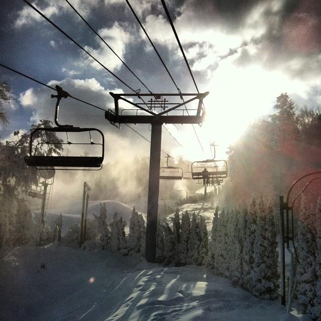 Morning snowboard session with @dominant_engineering @lam_107 @yo_navaz @vandeverhoman