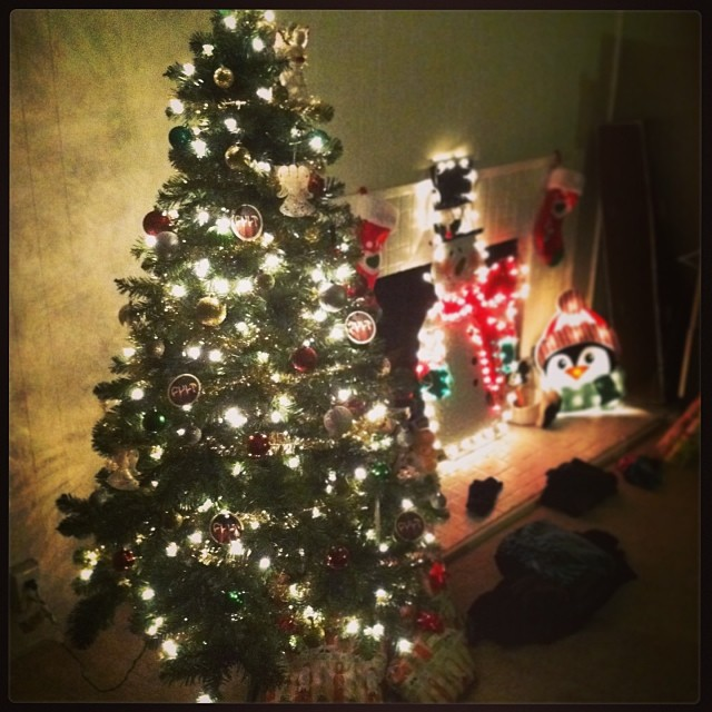 My first tree with @xomissash7 #shedidallthework #xmas #TheMisses