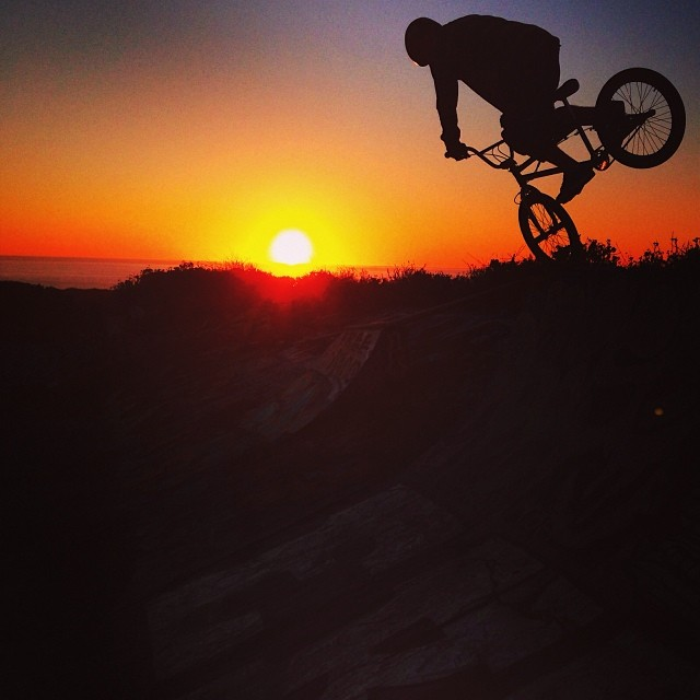 Beautiful Santa Cruz sunset session this evening, @ryannyquist nose-pick.
