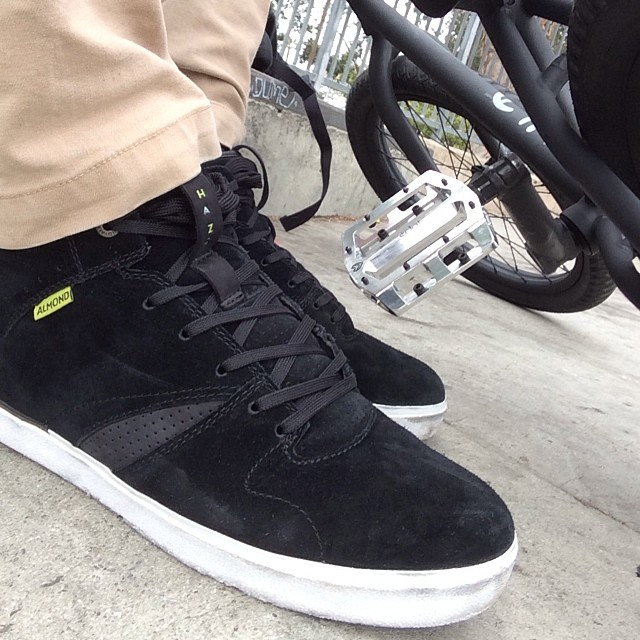 @iz_pulido just laced up a fresh pair of #Haze Mids in black.