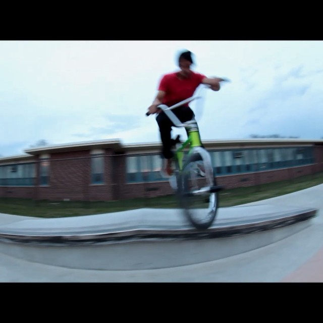 Ledge session with @dominant_engineering yesterday and filmed two quick clips @federalbikes