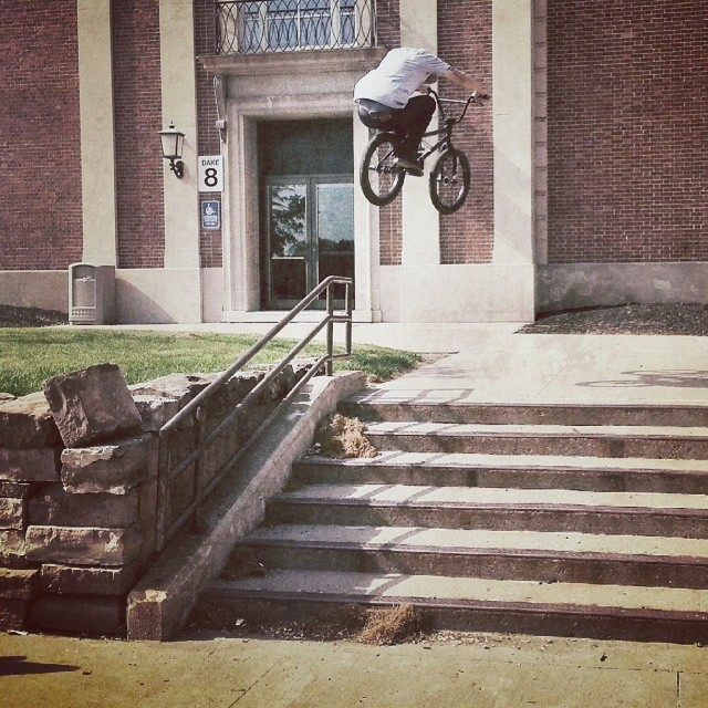 My boy @darryltocco warming up with an uprail to tuck. This thing is so fun. @kinkbikes