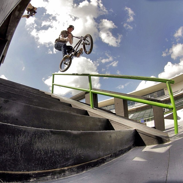 Bar/Ice from yesterday's street practice, I'll be judging qualifying in a few hours. Thanks @justinkosman for the snap.
