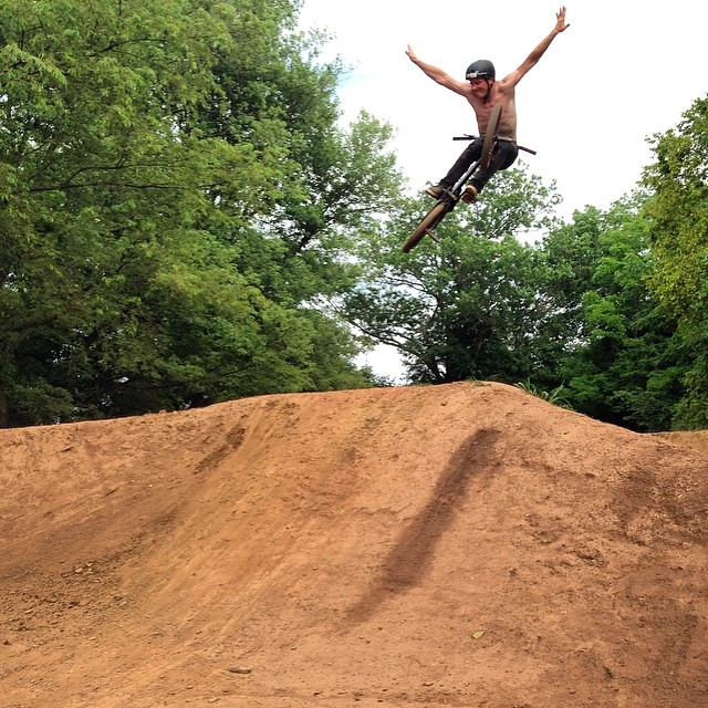 Shop stop after party at the @littledevilbrand compound! Thanks @littledevilderek and all the locals for getting the jumps dialed in and @ryanscottphoto for the pic!