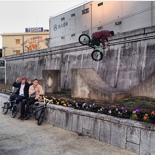 This was a good few minutes of fun. Last November in Japan with the @animalbikes crew
