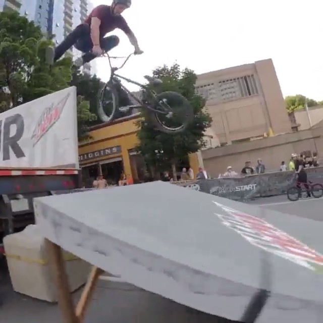 @vandeverhoman is all over this #streetstyle contest at #dewtour in #Portland