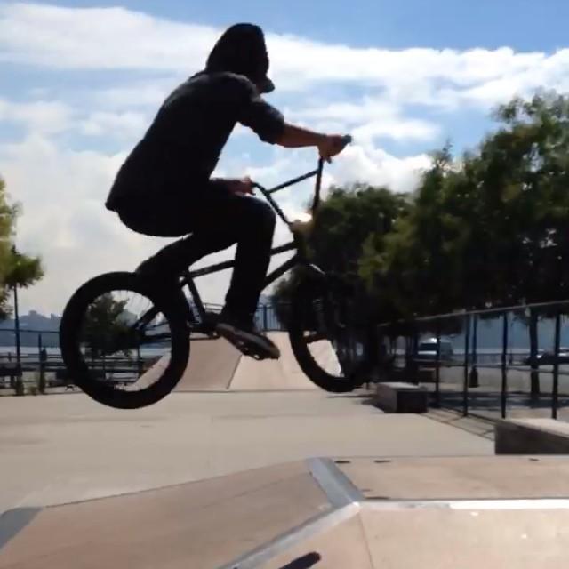 Kinda shaky clip from Hoboken skatepark.