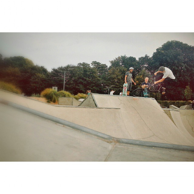 Last day in brighton, be rude not to ride the bowl. Opo downside whip on the wedge. @kinkbikes @odysseybmx @almond_footwear @radbmxshop