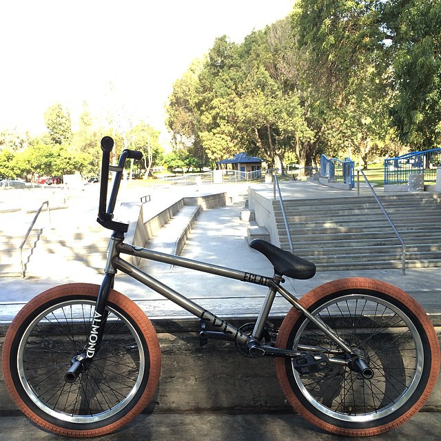 Quick sesh before my flight for Texas. Bike feels amazing! Thank you!!  @cultcrew @eclatbmxparts @almond_footwear