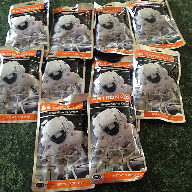 Ordered way to much astronaut ice cream if anyone wants a pack hmu please.