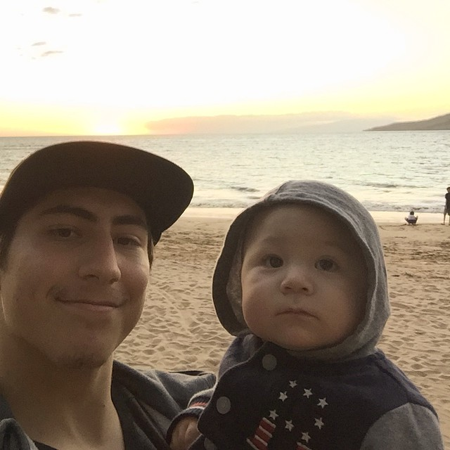 We got to see the sun set on the beach before we left! ️ #selfieboys #Hawaii