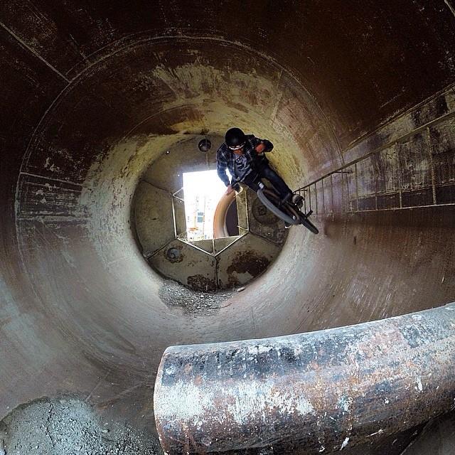 Fun full-pipe from Friday's filming with @zachkrejmas @ridebmx #vanpeg photo: @jasonenns