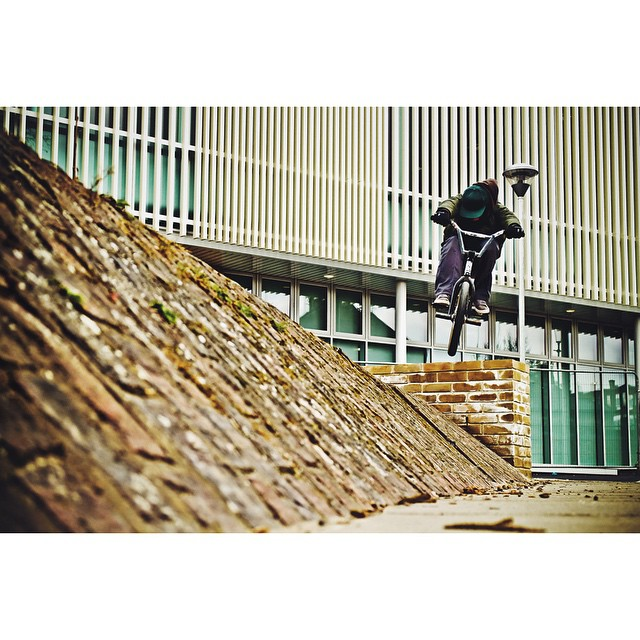 @lordsupermalt bar height wall hop into a tight bank in west London. This man is Bmx.