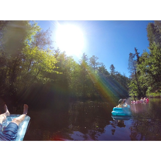 Holiday weekend river rafts with the Dreamburgs @dreamburg @areyoukittenme @girlsnogood